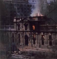 El Palacio de La Moneda en llamas..jpg